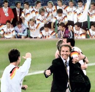 11 de Setembro – Franz Beckenbauer - 1945 – 72 Anos em 2017 - Acontecimentos do Dia - Foto 15 - Campeão do Mundo como técnico.