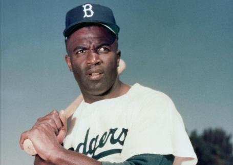 15 de Abril - 1947 — Fim da segregação racial no beisebol americano, com o atleta afro- americano Jackie Robinson estreando na MLB pelo Brooklyn Dodgers.