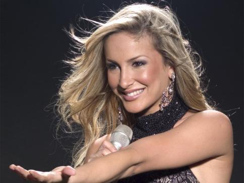 10 de julho - Cláudia Leitte, cantora brasileira