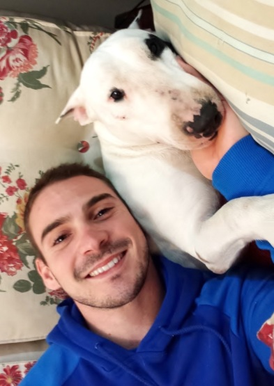 16 de Abril - 1990 - Arthur Zanetti, ginasta, brasileiro com seu cachorro.