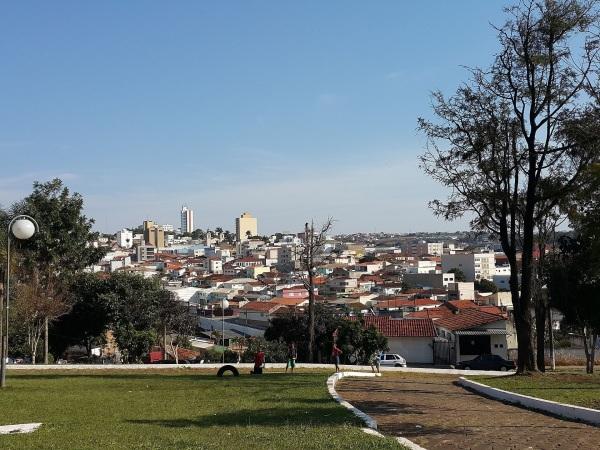 20 de Setembro – Vista Parcial do centro através da Vila Santana — Itapeva (SP) — 248 Anos em 2017.