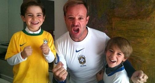23 de Maio - Rubens Barrichello com seus dois filhos, Eduardo e Fernando.