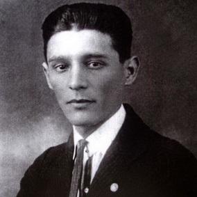 4 de Abril - 1900 — João Ribeiro de Barros, aviador brasileiro (m. 1947).