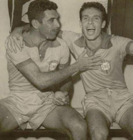 16 de Maio - 1925 – Nilton Santos, futebolista brasileiro (m. 2013) - com Zagallo, jovens.