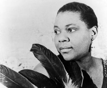 15 de Abril - 1894 — Bessie Smith, cantora norte-americana (m. 1937).