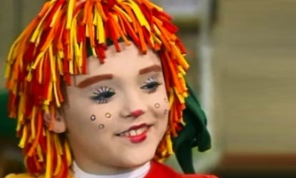 12 de Abril - 1994 — Isabelle Drummond, atriz brasileira - boneca Emília - Sítio do Pica-pau Amarelo.