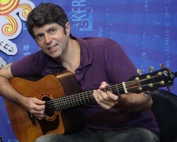 8 de Abril - 1960 — Leoni, cantor e compositor brasileiro.