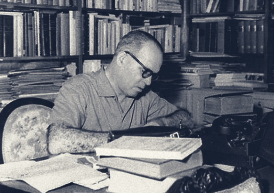 guimaraes-rosa-escritor-medico-e-diplomata-escritorio-escrevendo