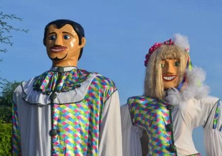 7 de Maio - Belém do São Francisco (PE) — Bonecos Gigantes Zé Pereira e Vitalina (Foto de Fabiano Caribé)..