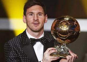 24 de Junho - Messi recebendo a bola de ouro.