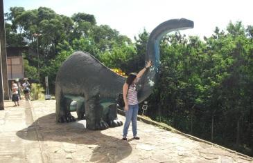 15 de Maio - Monte Alto (SP) - Visitantes no Museu de Paleontologia.