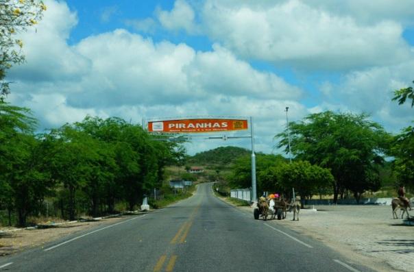3 de Junho - Placa de entrada da cidade - Piranhas (AL) - 130 Anos.