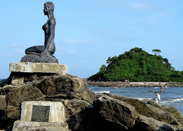 22 de Abril - Itanhaém (SP) - Escultura Mulheres de Areia.