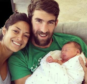 30 de Junho — Michael Phelps com a esposa Nicole Johnson e seu filho Boomer.