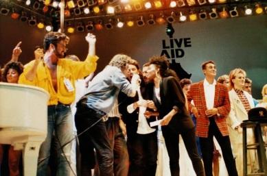 13 de Julho – 1985 – Realização do Live Aid - combinação de artistas lendários da música pop e do rock mundial em prol dos famintos da Etiópia.