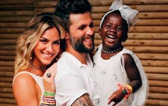 13 de Abril - 1982 — Bruno Gagliasso, ator brasileiro, esposa e filha.