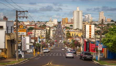 1 de Julho - Ponto de vista do alto da Av. Rui Barbosa — Assis (SP) — 112 Anos.