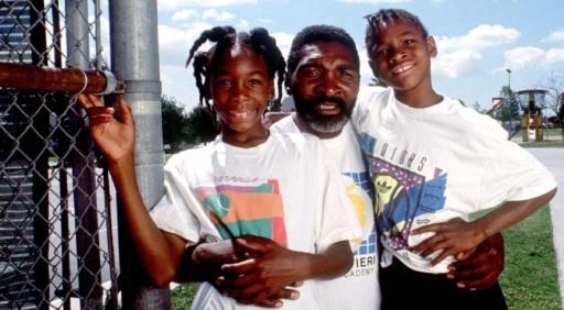 17 de Junho - Venus e Serena Williams ainda crianças, com o pai.
