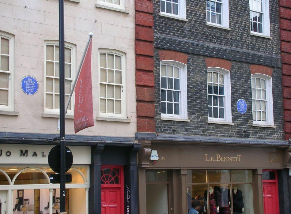 Casa de Jimi Hendrix em Londres (esquerda). À direita, a casa do compositor barroco Georg Friedrich Händel.