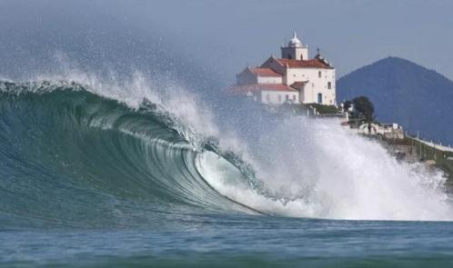 8 de Maio - Saquarema (RJ) — Ondas propiciam o surfe.