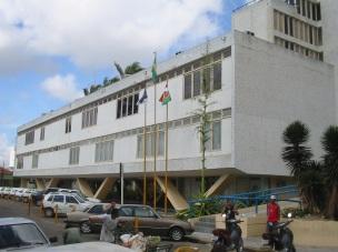 18 de Maio - Prédio da prefeitura de Caruaru (2005), sede do poder executivo municipal. - Caruaru (PE) 160 Anos.