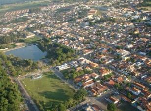 5 de Maio - Garça (SP) - Tomada aérea da cidade.
