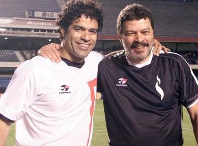 15 de Maio - 1965 — Raí, ex-futebolista brasileiro, com o irmão, Sócrates.