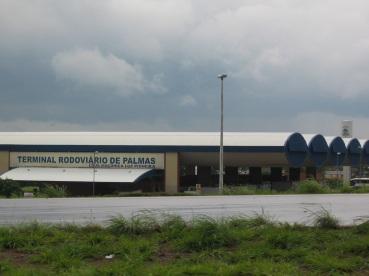 20 de Maio - O Terminal Rodoviário de Palmas, localizado na Quadra 1212 Sul, em frente ao entroncamento entre a Avenida LO-27 e a rodovia TO-050.
