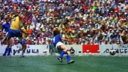 17 de Julho - Carlos Alberto Torres - 1944 – 73 Anos em 2017 - Acontecimentos do Dia - Foto 16 - Gol na final contra a Itália, em 1970.