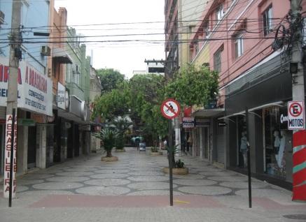 22 de Agosto — Calçadão da Rua Geraldo Pereira, esquina com a Rua Expedicionário Abílio dos Santos no Centro — Colatina (ES) — 96 Anos em 2017.