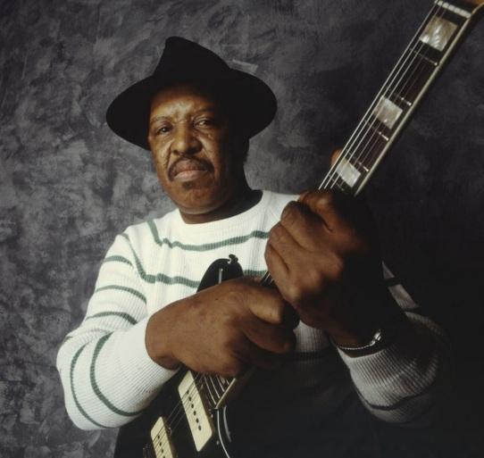 7 de Agosto – 1937 – Magic Slim, cantor de blues e guitarrista norte-americano.