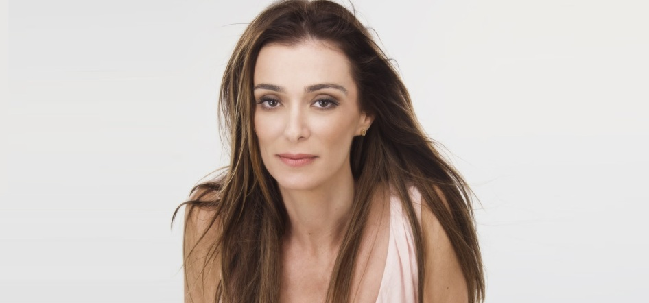 17 de Maio - 1968 — Mônica Martelli, atriz, jornalista e escritora brasileira.