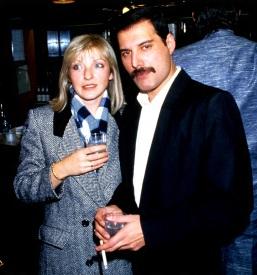 5 de Setembro – Freddie Mercury - 1946 – 71 Anos em 2017 - Acontecimentos do Dia - Foto 27 - Mary Austin e Freddie Mercury.