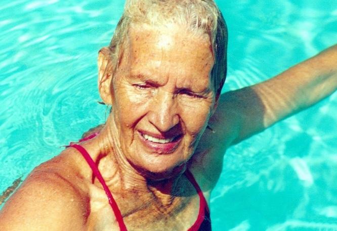 16 de Abril - 2007 — Maria Lenk - nadadora brasileira (n. 1915).