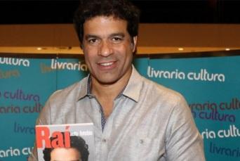 15 de Maio - 1965 - Raí - ex-futebolista brasileiro, em lançamento do livro sobre sua vida.