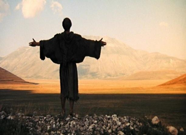 5 de Julho – Francisco de Assis de braços abertos, orando.