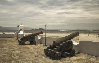19 de Maio - Canhões do Forte São João, em Bertioga - SP.