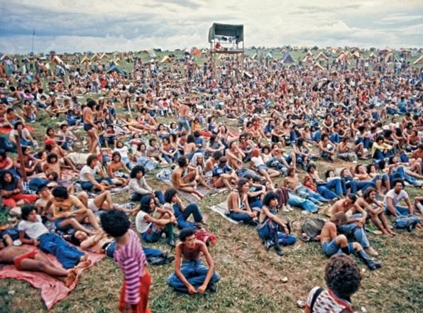 15 de Abril - Iacanga é um município brasileiro do estado de São Paulo - Woodstock Brasileiro - Festival de Águas Claras.