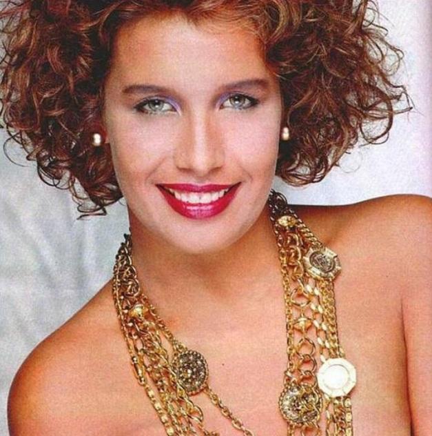 18 de Março - Sarajane, cantora brasileira.