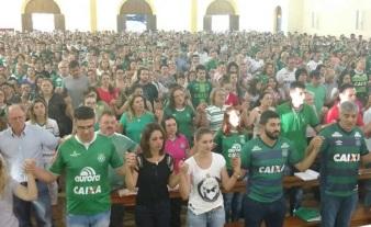 25 de Agosto — Missa pelas vítimas de queda de avião — Chapecó (SC) — 100 Anos em 2017.