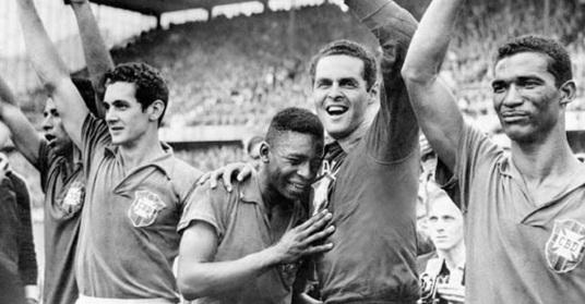 29 de Junho – 1958 — O Brasil conquistou a Copa do Mundo pela primeira vez, derrotando os suecos, anfitriões do torneio, por 5 a 2.
