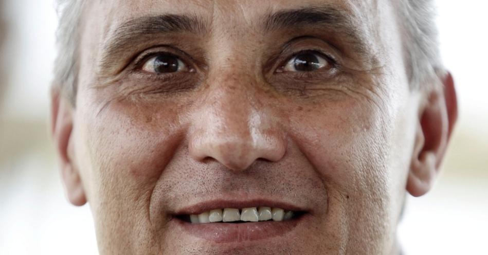 25 de maio - Tite, treinador brasileiro de futebol
