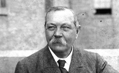 22 de maio - Arthur Conan Doyle, médico e escritor inglês