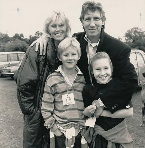 6 de Setembro – Roger Waters - 1943 – 74 Anos em 2017 - Acontecimentos do Dia - Foto 16 - Roger com a ex-esposa Lady Carolyne Christie, e os filhos, Harry e India.