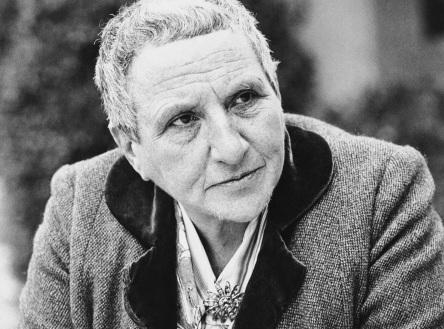 27 de Julho - 1946 — Gertrude Stein, escritora norte-americana (n. 1874).
