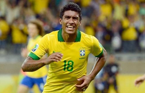 25 de Julho - 1988 – Paulinho, futebolista brasileiro.