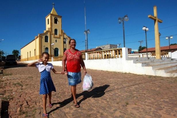19 de Julho - Igreja Matriz e a Cruz da praça — Cristópolis (BA) — 55 Anos em 2017.