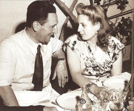 7 de Maio - 1919 – Eva e Perón celebram o ano novo.