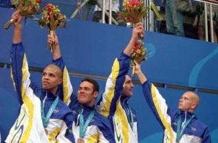 6 de Outubro - Fernando Scherer - 1974 – 43 Anos em 2017 - Acontecimentos do Dia - Foto 16 - O revezamento do Brasil - Sydney 2000 - Edvaldo Valério, Carlos Jayme, Gustavo Borges e Fe