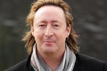 8 de Abril - 1963 — Julian Lennon, cantor e músico britânico.